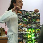 Jeden z kilku plakatów ze zdjęciami skorupiaków autorstwa Chrisa Lukhaupa